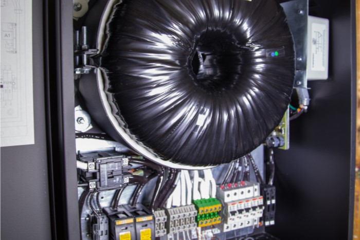 Power Transformer  Attenuates Harmonics